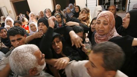 הלווייתו שלו לוחם פלסטיני, אתמול בעזה (צילום: עבד רחים ח'טיב)
