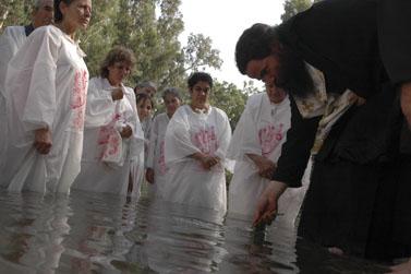 טקס טבילה נוצרי בירדן (צילום: יוסי זמיר)