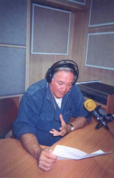 גדעון הוד באולפן קול-ישראל (צילום: ויקיפדיה העברית)