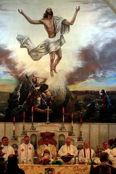 הפטריארך הלטיני של ירושלים נושא דרשה בכנסייה ברמאללה (צילום: עיסאם רינאווי)
