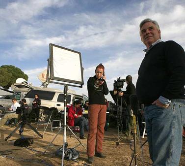 בן וודמן, כתב ה-CNN, מדווח מגבול עזה. 8 בינואר 2009 (צילום: נתי שוחט)
