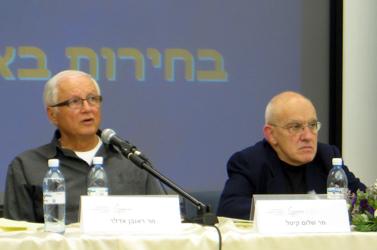 היועץ שלום קיטל (מימין) והפרסומאי ראובן אדלר בכנס בהרצליה