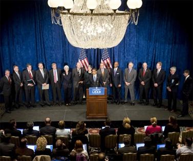 ברק אובמה במסיבת עיתונאים על אודות סוגיית הביטוח הלאומי, במהלך קמפיין הבחירות (צילום: אתר הבחירות הרשמי)
