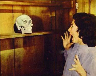 """(מתוך הסרט """"הגולגולת הצורחת"""", 1958)"""
