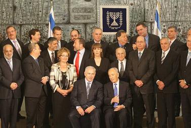 """מלמעלה: המשתתפים אתמול בתוכנית הסיום של """"האח הגדול""""; השבעת ממשלת ישראל ה-32, אתמול (צילומים: קובי גדעון)"""