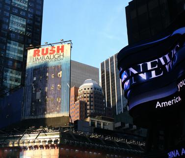 שלט פרסומת ישן לתוכנית הטלוויזיה של ראש לימבו. טיימס סקוור, ניו-יורק (צילום: וידיאוט, רשיון CC)