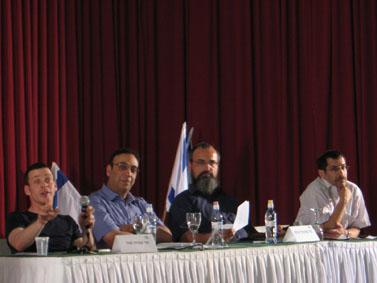 """מן הדוברים בכנס, מימין: אורי אורבך, עמנואל שילה, ניצן חן ועמית סגל (צילום: """"העין השביעית"""")"""