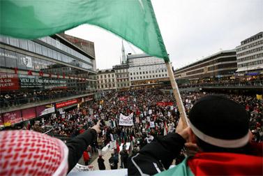 """הפגנת מחאה בשטוקהולם נגד מבצע """"עופרת יצוקה"""", 10 בינואר 2009 (צילום: מרים אלסטר)"""