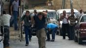 צלמים בורחים ממיידי אבנים, ראס אל-עמוד, 9.10.09 (צילום: קובי גדעון)