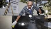 מנקים את מצבתו של יצחק רבין, לקראת הטקס שייערך היום לזכרו (צילום: אביר סולטן)