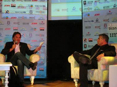 """דונלד בוסטרום (משמאל) ויאיר לפיד, בכנס דימונה לתקשורת. דימונה, 2.11.09 (צילום: """"העין השביעית"""")"""