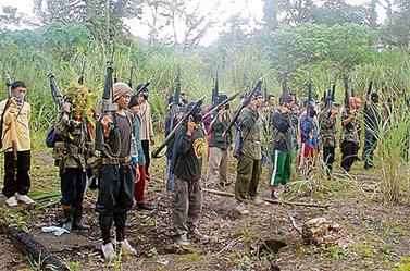 אנשי מיליציה במחוז מגיונדנאו, הפיליפינים (צילום: Keith Bacongco, cc-by)