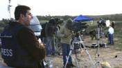 """עיתונאים מדווחים משדרות בזמן מבצע """"עופרת יצוקה"""" בעזה, 8.1.09 (צילום: נתי שוחט)"""