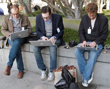 עיתונאים מכסים את אירוע ההשקה של האייפאד. סן-פרנסיסקו, 27.1.10 (צילום: סטיב רודס, רשיון cc)