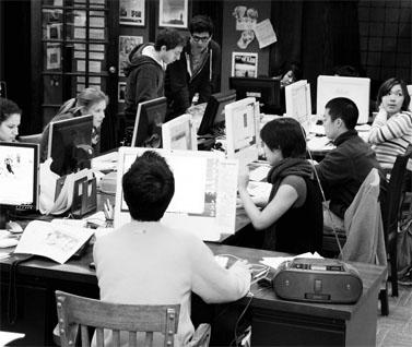 """מערכת עיתון הסטודנטים """"קורנל דיילי סאן"""" באיתקה, ניו-יורק. 29.3.09  (צילום: matt.hinsta, רישיון cc)"""