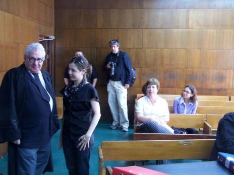 משמאל: עורך הדין אביגדור פלדמן