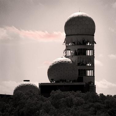 תחנת שדה של ה-NSA בברלין (צילום: SnaPsi, רישיון cc)