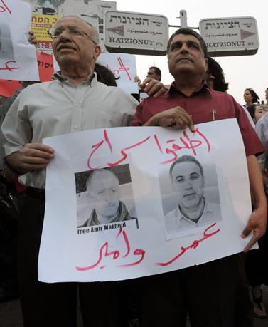 הפגנה לשחרור אמיר מח'ול ועומר סעיד, אתמול בחיפה  (צילום: גיל יערי)