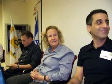 מימין: אילן יצחייק, תמי ליטני וסבר פלוצקר. מכללת ספיר, 27.4.10 (צילום: עידו קינן, חדר 404, cc-by-sa)