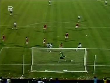 ארגנטינה-הונגריה 1982. ברטוני מבקיע (צילום מסך)