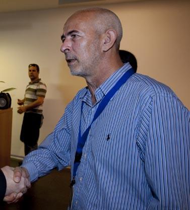 איל ארד לוחץ יד (צילום: ליאור מזרחי)
