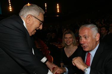 הנרי קיסינג'ר (משמאל) ובנימין נתניהו בוועידת הנשיא בירושלים. 14.5.08 (צילום: אנה קפלן)
