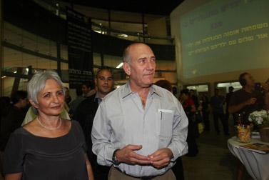 אהוד אולמרט ורעייתו באירוע גאלה בתל-אביב. 10.5.10 (צילום: רוני שוצר)