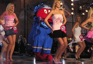 תחרות לבחירת הוולינה הבלונדינית של 2004 (צילום: לוקה קונטי, רשיון CC)