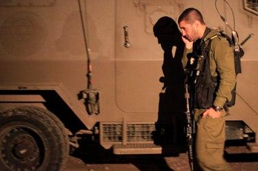 """חייל צה""""ל על גבול עזה (צילום: צפריר אביוב)"""
