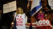 הפגנה שערכו תושבי דרום תל-אביב נגד מהגרים אפריקאים מול ביתו של שר הביטחון אהוד ברק (צילום: גילי יערי)