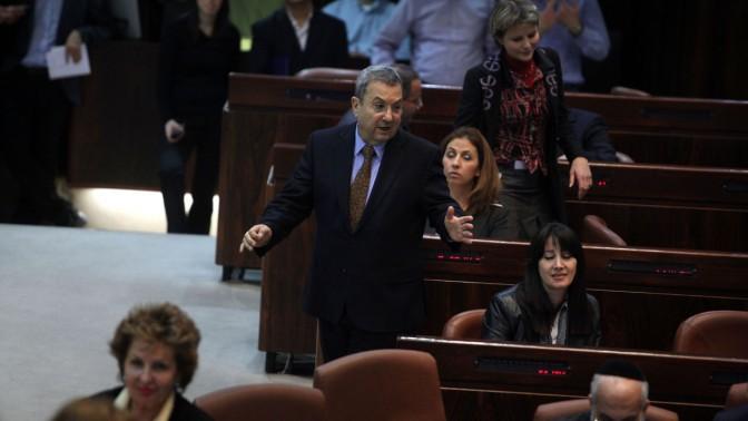שר הביטחון אהוד ברק, אתמול בכנסת (צילום: ליאור מזרחי)