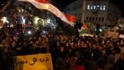 פלסטינים חוגגים את התפטרות מובארכ, שלשום ברמאללה (צילום: עיסאם רימאווי)