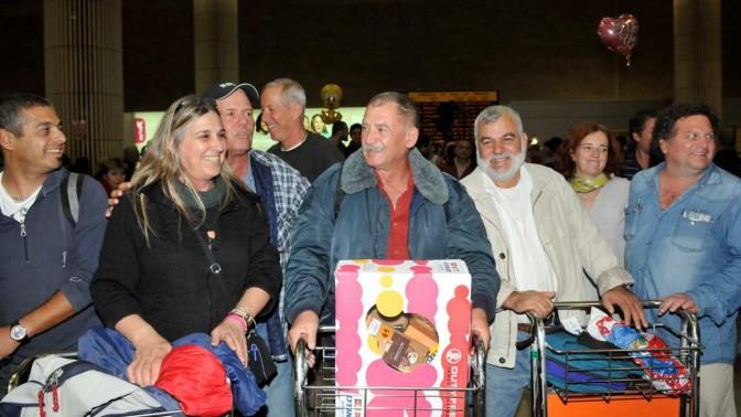 מטיילים ישראלים ששבו אתמול מטוניסיה (צילום: יוסי זליגר)