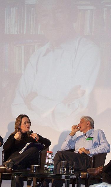"""נחום ברנע ואילנה דיין. ברקע: דב יודקובסקי (צילום: """"העין השביעית"""")"""