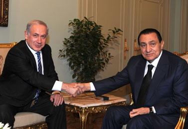 """נשיא מצרים מובארכ וראש ממשלת ישראל נתניהו. קהיר, 18.7.10 (צילום: משה מילנר, לע""""מ)"""