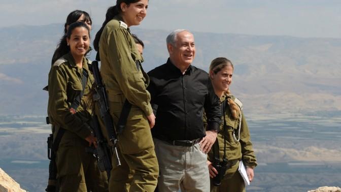 """בנימין נתניהו, ראש ממשלת ישראל, בעת סיור בבקעת הירדן (צילום: משה מילנר, לע""""מ)"""