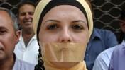 עיתונאים פלסטינים מפגינים נגד התקפות על עיתונאים. עזה, 3.8.08 (צילום: פאדי עדוואן)