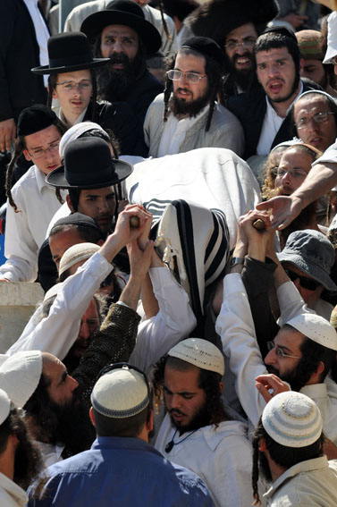 הלווייתו של בן-יוסף לבנת, שנרצח בשכם, שלשום בהר-הזיתים בירושלים (צילום: יואב ארי דודקביץ')
