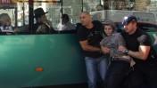 שוטרים עוצרים מפגין מתומכיו של הרב יעקב יוסף, אתמול בירושלים (צילום: אורן נחשון)