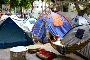 אוהלים בשדרות רוטשילד (צילום: לירון אלמוג)