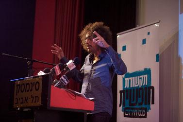 """דרור פויר ב""""כנס חירום"""" לתקשורת חופשית, נובמבר 2011 (צילום: מתניה טאוסיג)"""