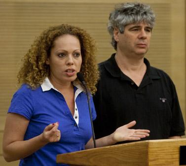 אורלי וילנאי וגיא מרוז בכנסת, 7.7.10 (צילום: דוד ועקנין)