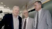 שלום רוזנפלד, במרכז, עם יוסף לפיד (משמאל) ורקטור אוניברסיטת תל-אביב פרופ' יורם דינשטיין (מימין) (צילום: באדיבות מכון ברונפמן לחקר התקשורת היהודית, אוניברסיטת תל-אביב)