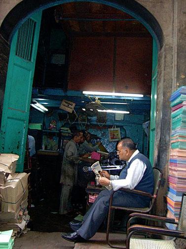 בית-דפוס בדלהי, הודו (צילום: דניאל וייביק, רשיון cc-by-sa)