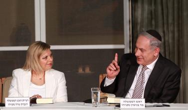 """ראש הממשלה ורעייתו ב""""חוג התנ""""ך בבית ראש הממשלה"""", אתמול (צילום: מארק ישראל סלם)"""