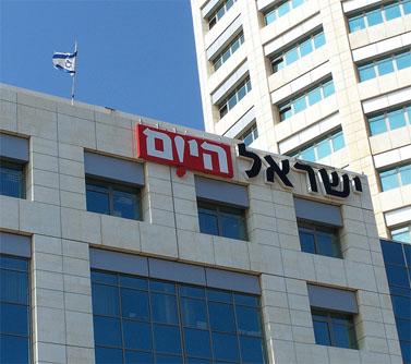 """בניין מערכת """"ישראל היום"""" בתל-אביב (צילום: """"העין השביעית"""")"""