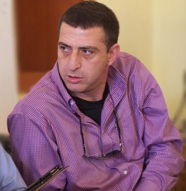 """זליג רבינוביץ', """"עוזר בכיר למנכ""""ל רשות השידור"""" (צילום: """"העין השביעית"""")"""