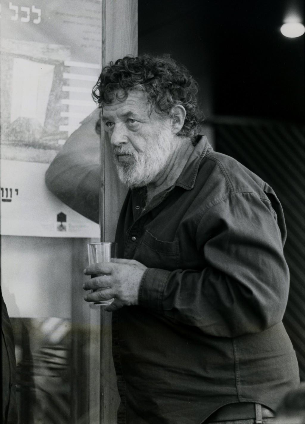 דן בן אמוץ, 1989 (צילום: משה שי)