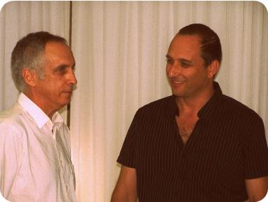 """מימין: ד""""ר אמיר גילת, יו""""ר רשות השידור, ומיקי מירו, מנהל קול-ישראל (צילום ועיבוד: """"העין השביעית"""")"""