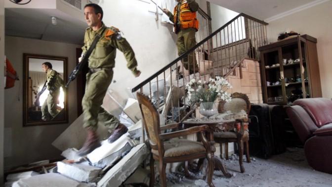 בית בבאר-שבע שספג פגיעת טיל, היום (צילום: מרים אלסטר)